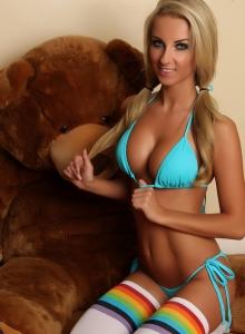Aneta Teases In A Skimpy String Bikini - Picture 3