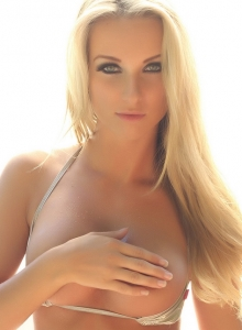 Stunning Blonde Babe Aneta Teases In A Skimpy Shiny String Bikini - Picture 10