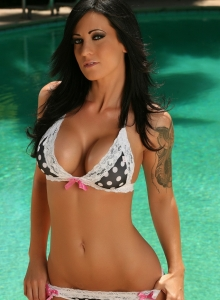 Busty Babe Tease Jenn Shows Off Her Delicious Curves At The Pool In A Polka Dot Bikini - Picture 8