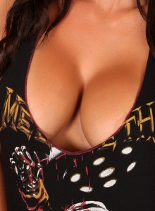 Busty Babe Jenn Shows Off Her Huge Tits In A Lowcut Tank Top - Picture 3