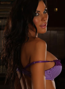 Busty Vixen De Teases With Her Huge Breasts In A Cute Purple Checkered Bra - Picture 7