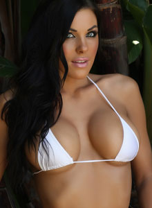 Alluring Vixen De Shows Her Tight Perfect Body In A Very Tiny White Bikini - Picture 2