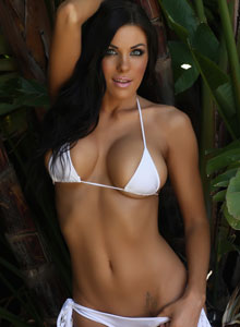 Alluring Vixen De Shows Her Tight Perfect Body In A Very Tiny White Bikini - Picture 4