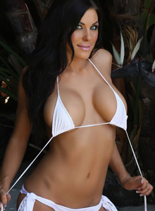Alluring Vixen De Shows Her Tight Perfect Body In A Very Tiny White Bikini - Picture 9