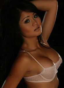 Stunning Vixen Shows Off Her Curves - Picture 7