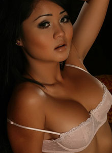 Stunning Vixen Shows Off Her Curves - Picture 12