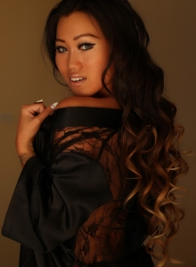 Jada Cheng Teases In A Sexy Black Satin And Lace Robe - Picture 11