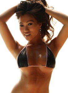 Jada Cheng Shows Off Her Tight Body In A Skimpy String Bikini - Picture 1