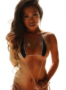 Jada Cheng Shows Off Her Tight Body In A Skimpy String Bikini - Picture 9