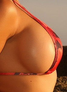 Alluring Vixen Jeri Shows Off Her Perfect Curves In Her Tiny Red And Black Bikini - Picture 5