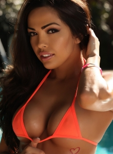 Karla In A Skimpy String Bikini Top And Tight Jeans By The Pool - Picture 2