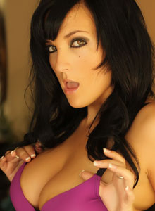 Alluring Vixen Kaya Danielle Is Almost Popping Out Of Her Tight Bra With Her Huge Tits - Picture 4