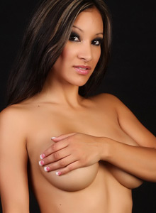 Alluring Vixen Kira Looks Stunning As Shes Topless With Just Tight Jeans And A Red G-string - Picture 11