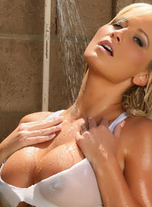 Busty Blonde Vixen Layla Gets Super Wet Outside - Picture 10