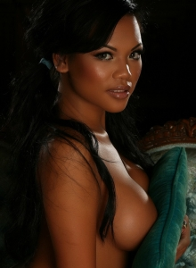 Melanie Elyzas Big Juicy Tits Are Busting Out Of Her Baby Blue Ruffled Bra Top - Picture 11