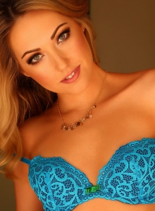 Sarah Peachez Teases In Her Sexy Little Blue Lace Bra - Picture 6