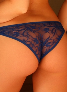 Sarah Peachez Teases In Her Sexy Little Blue Lace Bra - Picture 7