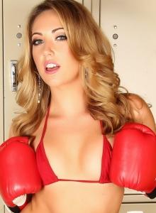 Stunning Babe Sarah Peachez Skimpy Red String Bikini - Picture 3