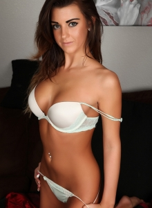 Taylor Shows Off Her Perfect Curves In A Sexy Matching Bra And Skimpy Thong - Picture 5