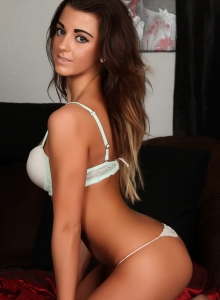Taylor Shows Off Her Perfect Curves In A Sexy Matching Bra And Skimpy Thong - Picture 7