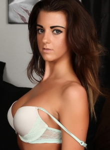 Taylor Shows Off Her Perfect Curves In A Sexy Matching Bra And Skimpy Thong - Picture 8