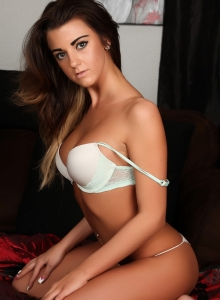 Taylor Shows Off Her Perfect Curves In A Sexy Matching Bra And Skimpy Thong - Picture 9