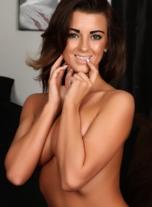 Taylor Shows Off Her Perfect Curves In A Sexy Matching Bra And Skimpy Thong - Picture 12